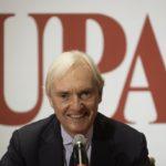 Follia delle emozioni e saggezza dell'indifferenza: scenografia UPA 2017 con il segno + protagonista